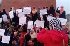 after delhi allahabad now women protest against caa in lucknow