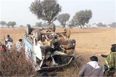 tragic accident pickup overturn workers khargone 3 killed 13 injured