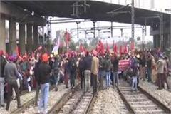 protesters jammed railway tracks in amritsar
