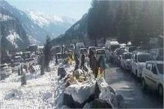 rescue of hundreds of tourists trapped in heavy snowfall