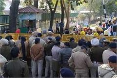 aap encircles captain s cell over electricity prices