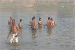 5 child same family drown makar sankranti narsinghpur 3 saved 2 missing