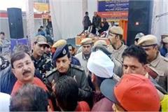 ruckus of traders in indira market