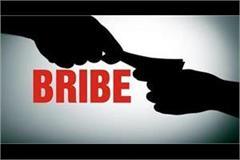 tehsildar s reader arrested taking bribe