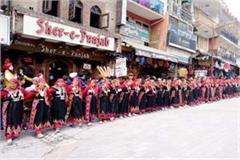 500 women dance in traditional costumes