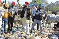 people of kanpur taking selfie on garbage heap know what