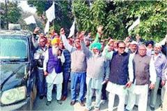 slogans of farmers farmers on the road to investigate paddy scam