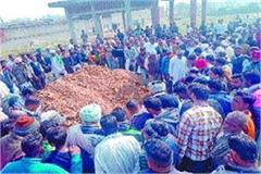 seeing the body of gurmeet shouted with chants from dayalpur