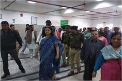 maneka gandhi reached to meet the girl victim of rape visited hospital