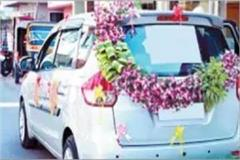 car decorated with flowers husband and wife both reached the police station