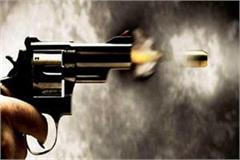 car riders opened fire on businessmen with the intention of looting