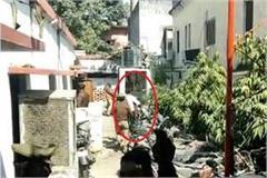 son of sp leader showed black flag to pm modi s convoy