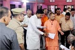 cm yogi listened to people by setting up court in gorakhpur