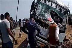 road acci driver s negli overturns bus panna 2 stu dead 21 injured