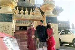 virbhadra singh attended ramlok temple with wife