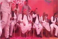 the mulayam family celebrated holi after forgetting it