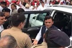 the youth was soaked in blood on the agra expressway akhilesh