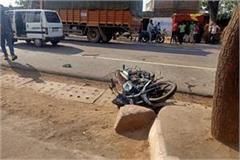 high speed maruti van crushes bike riders one dead 2 serious