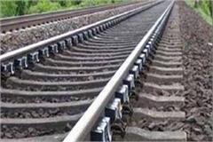 father commits suicide train 1 year old daughter family dispute narsinghpur