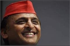 akhilesh claims astrologer said working hard will win 350 seats