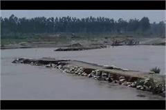 yamunandi s water level sheds temporary bridges disaster for farmers