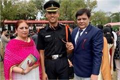 akash became a lieutenant in the army