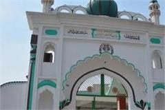 nearly 800 mosques in lucknow did not offer prayers in