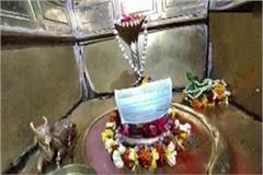 fear of corona virus wearing mask in fear of god in varanasi