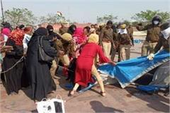police chased down women protesting at ghantaghar in lucknow tension prevailed