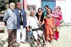 kshatriya sangh presented wheel chair to divyang