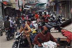 irrespective of the curfew the public crowded the markets