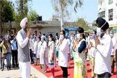 police gave guard of honor to doctors for the first time in the country