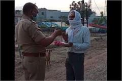 kanpur police punishes elderly person for getting out of the house