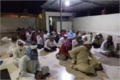 major action by the police 40 people arrested in the mosque together praying