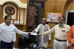 ram janma bhoomi trust partner in  pm fund  handed over check of rs 11 lakh