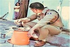 this picture mp policeman becoming increasingly viral on social media