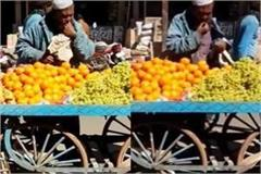 thalewala used to sell fruit by spitting