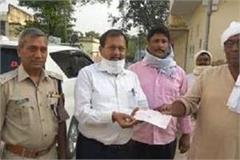 corona crisis sons did not father thirteenth donated 1 lakh to up relief fund