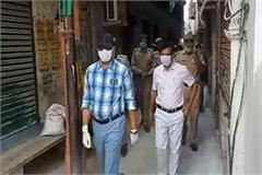 naveen arora visited hotspot area distributed masks and sanitizers policemen