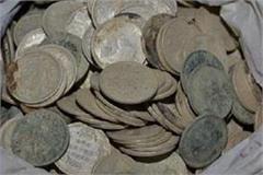auraiya children playing cricket found silver coins buried in the ground