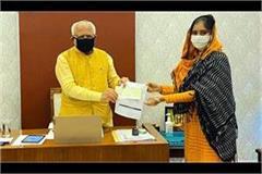 mayor avneet kaur gave all the salary so far to cm manohar