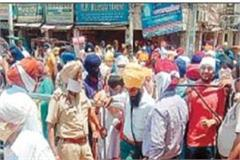 devotees broke into shri harimandir sahib after breaking the police barrier