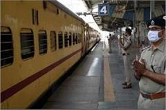 shramik special train standing for seven hours waiting for passengers