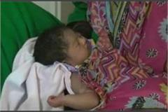 migrant woman gave birth during going home