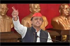 akhilesh tweeted video of police ravaiy happening with migrant laborers