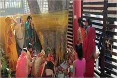 farrukhabad suhagin women observed vat savitri fast for long life of husband