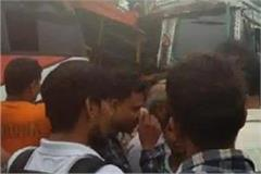 jhansi 14 workers injured in bus truck carrying laborers