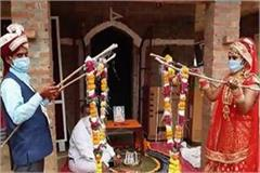 up s bride groom poses as an example of social distancing