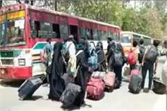 amu students are being taken off by bus social distancing in