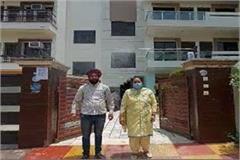 husband and wife made automatic sanitizer machine